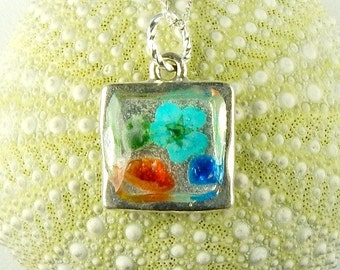 Handmade GENUINE Sea Glass Jewelry Silver Flower Necklace In Resin And Red Sea Glass Pendant