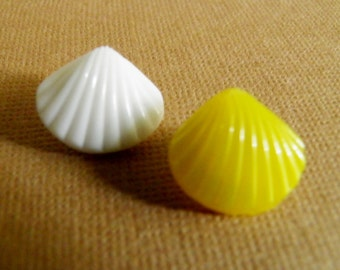 Glass Sea Shell Buttons Yellow White
