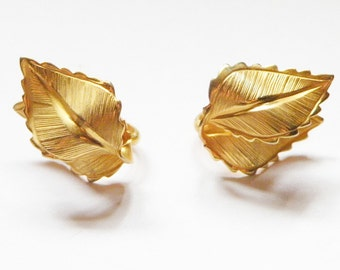 Giovanni Signed Leaf Clip on Earrings
