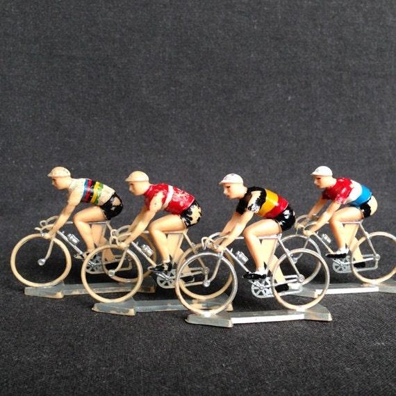 Le Tour de France. Vintage plastic toy cyclists set.
