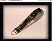 15 % OFF Wristlet Key Fob - Classic Camo