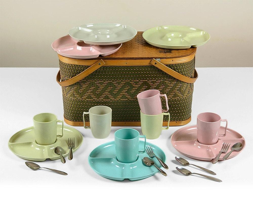 Picnic Basket Dish Set : Vintage hawkeye picnic basket set from burlington