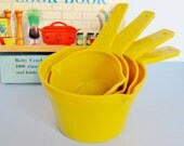 Vintage Kitchen Measuring Cups Lustro' Ware Lustroware Gold Yellow Set Of 4 Plastic Stacking 1 Cup, 1/2 Cup, 1/3 Cup, 1/4 Cup Retro