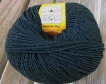 WORSTED Weight Yarn - Hunter Green - Extrafine Merino - Lana Gatto Super Soft - Italy - 50g  137 yards