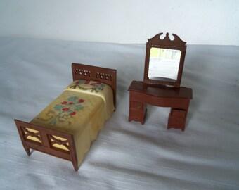 Vintage Renwal Bed and Vanity Dresser Dollhouse Furniture