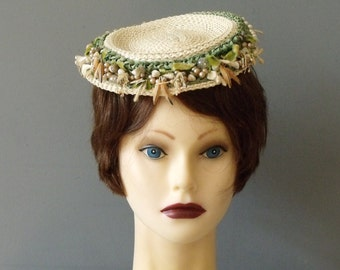 1940s CHANDA Straw Hat with Flowers Pearls  and Seashells  / WW2  Summer Hat