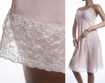 Superb mid 50's vintage elegant Sears Charmode silky soft rustly peachy pink nylon and embroidered lace detail full slip petticoat - 3330
