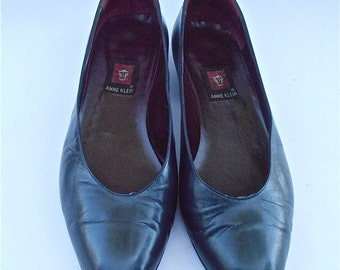 Vintage Dark Navy Blue Leather Flat Shoes Pumps Leather Pumps Slip On Anne Klein U.S. Ladies Size 9.5 Narrow Prussian Italian Designer