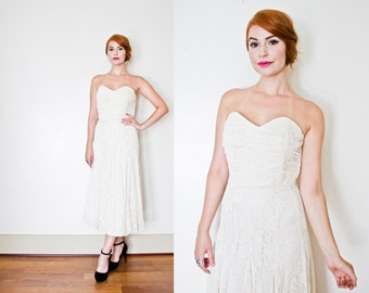 Vintage 1990s Dress - White Lace Sleeveless Sweetheart Full Skirt Party Wedding Gown 90s - Small