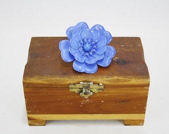 Vintage Bright Blue Enamel Flower Brooch (E5481)