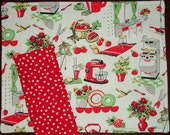 PLACEMAT SET of 2  RETRO Kitchen Stove Vintage Look Print With Red Dot contrast back