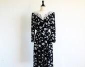 Vintage Flower Print Dress, 1980 Black Dress, Lace Collar Dress