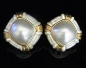 Vintage Large 16x16mm Mabe Pearl Carved MOP Mother of Pearl 14k Gold Earrings