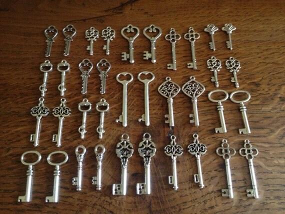 Keys to the Kingdom - Skeleton Keys - 36 x Antique Silver Vintage Skeleton Keys Set Bulk Key Set Wedding Skeleton Keys Key Charm Key Pendant