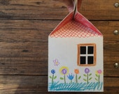 Eco friendly dolls and toys house. Cardboard house to play. Children DIY project. Painting with kids. Customizable toys house. For children