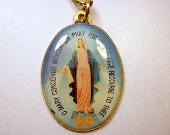 Vintage Miraculous Medal / Immaculate Mary Pendant / Glass & Metal / Gold Tone / Religious Jewelry / Catholic / Lovely