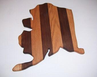 Alaska cutting board - made of walnut and oak