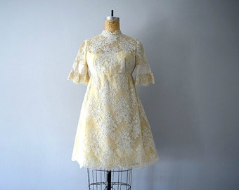 Cream lace dress . 1960s wedding dress . mini dress