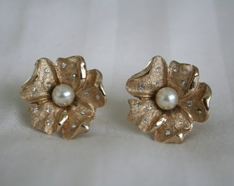 Charel Rhinestone Dogwood Vintage Earrings