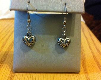 Flowery heart charm earrings