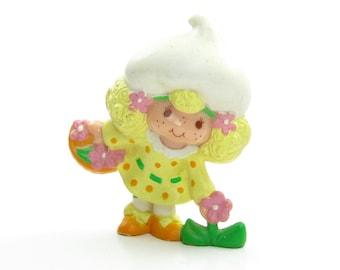 Lemon Meringue Picking a Flower Mini PVC Strawberry Shortcake Figurine Strawberryland Miniatures