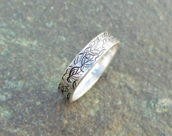 Falling Leaves - Sterling Silver Band Ring - Size 6 1/2