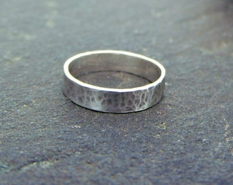 Hammered - Sterling Silver Band Ring with light ox - Size 6 1/2
