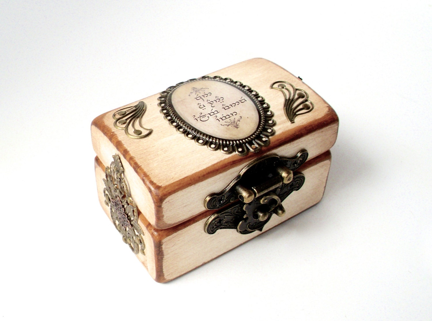 engagement ring box lord of the rings by thelysinecontingency