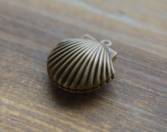 1 Clam Shell Locket Bronze Vintage Style Clams Shells Pendant Charm Jewelry Supplies (BC129)