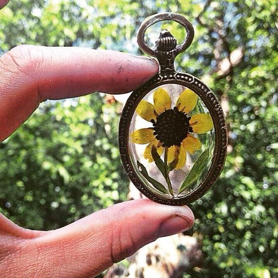 Genuine Pressed Flower Preserved in Resin, enclosed in Oval Bronze Vintage Frame. Botanical Pendant, Nature Inspired Necklace.