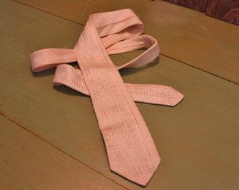 White Tie Siegel Diamnod Pattern Minimalist Skinny NeckTie Mid Century Mens Accessories Vintage 1970s 70s (P)