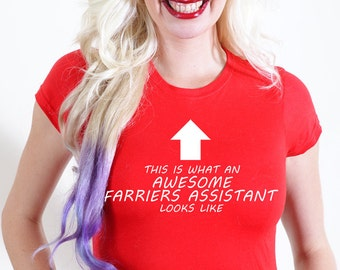 AWESOME FARRIER assistant T-SHIRT Official Personalised This is What Looks Like shoes blacksmith irons horses