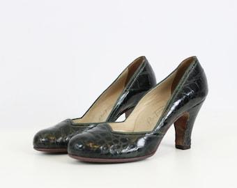 vintage 40s shoes / 1940s green leather heels / dark green leather heels / alligator leather heels / size 6 six heels