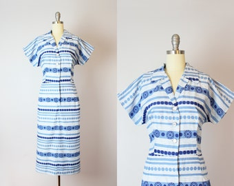 vintage 50s cotton print dress / 1950s shirt waist dress / blue and white cotton day dress / mid century atomic print dress