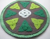 PDF PATTERN: Celtic Knot Work Penny Rug Wool Applique Trinity Knots sewing tutorial - felt DIY Decoration - Holiday accessory