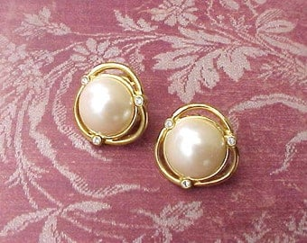 """Pretty Little Pair of Faux Pearl and """"Diamond"""" Earrings"""
