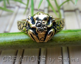 Frog Ring Gold Tone Size 7.5 / COP 94 Textured Band Tree Toad Treefrog Woodland Organic Animal Amphibian / Vintage FREE SHIPPING (359)