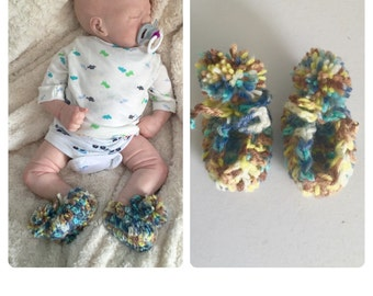 Baby boy crocheted pompom booties,unique designer shoes slippers, boots,newborn handmade,pregnancy shower gift,0-3 3-6