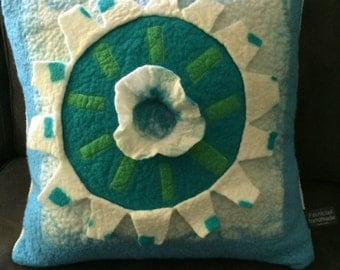 Felted pillow cover - kussenhoes v vilt