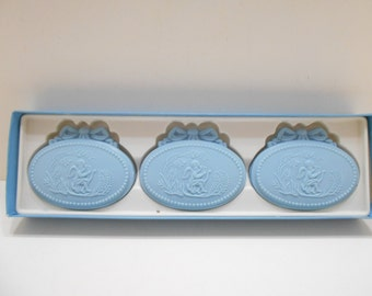 Vintage 1970s Avon Avonshire Blue Hostess Fragranced Soaps (15)