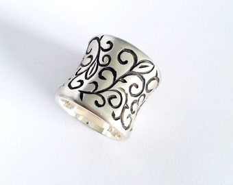 Concave Designs Sterling Silver Band, Silver Wide Band with Spiral Pattern, Oxidized and Brush Finished Ring, Handmade Silver Jewelry