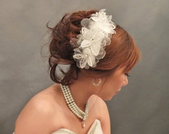 Romantic Ivory Flowery headpiece / Hair fascinator / Bridal Headpiece / Bridal accessories