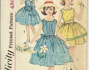 Adorable Summer Dress Simplicity 3495 Size 10
