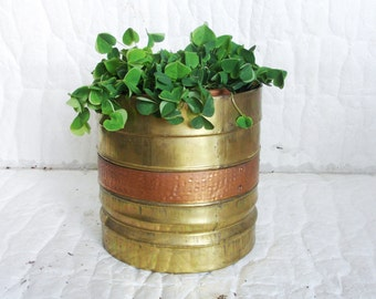 Sleek ribbed brass vintage cylinder POT w hammered copper accents. PLANTER, ice bucket, chiller & cooler pail, Rustic fireplace, porch decor
