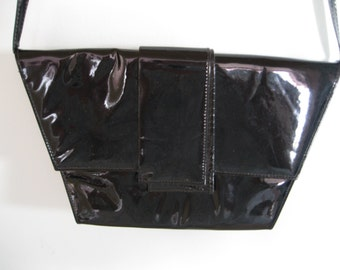 Handbag with black shoulder