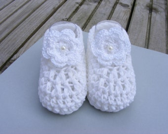 Newborn baby girl booties, booties, crochet booties, crochet flower booties, UK hand made
