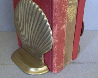 Vintage Brass Clamshell Bookends - Solid Brass Shell Bookends - Beach Decor - Nautical Decor - Midcentury Decor