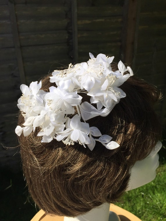 Vintage bridal hair comb white silky flowers fascinator accessory bride floral headpiece  pearl centre in original box