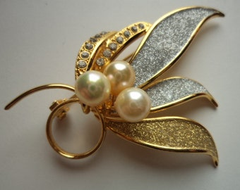 Vintage Unsigned Goldtone/Silvertone Sparkle Faux Pearl with Rhinestones Brooch/Pin