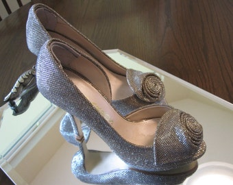 CAPARROS SILVER GOLD 4 Inch Heels Size 6B